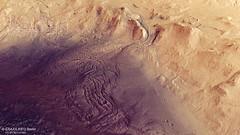 Perspektivische Ansicht eines Teils des südlichen Kraterrands