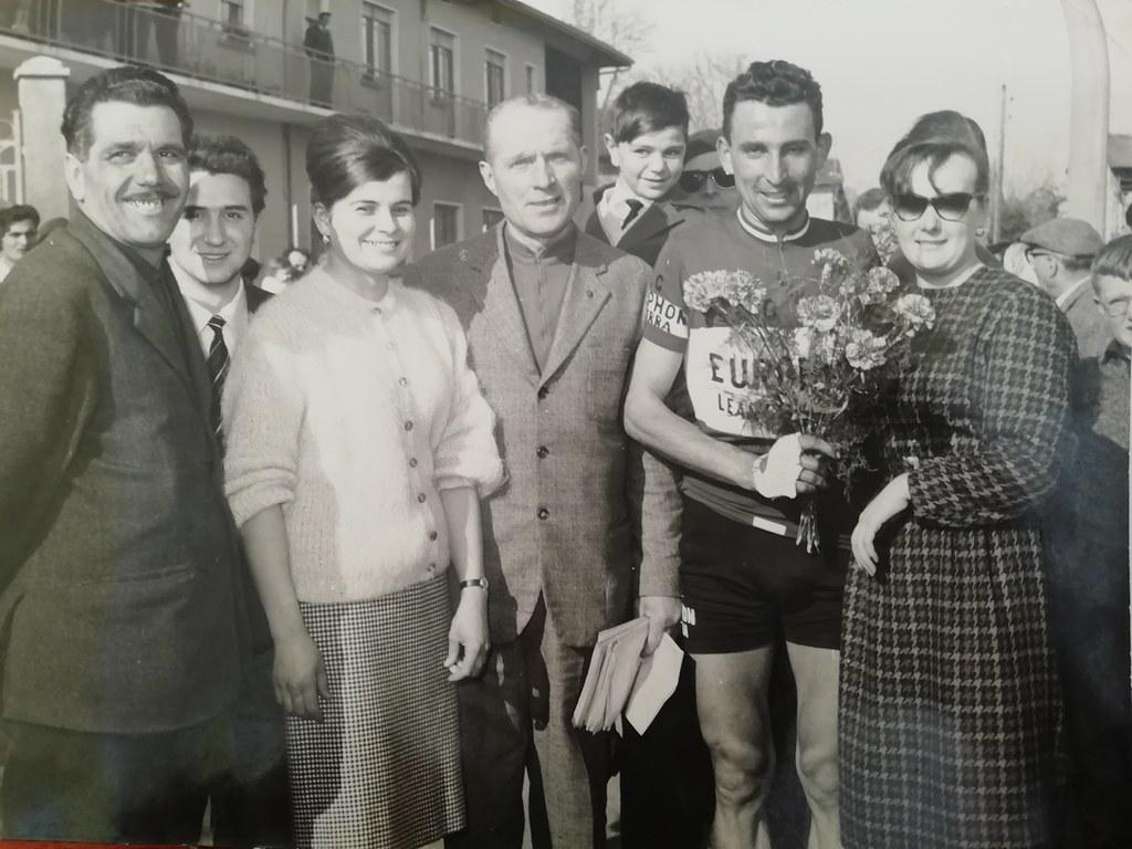 Gp Artigiani Sediai e Mobilieri 1961 - Giorgio Cordioli alla premiazione per la vittoria