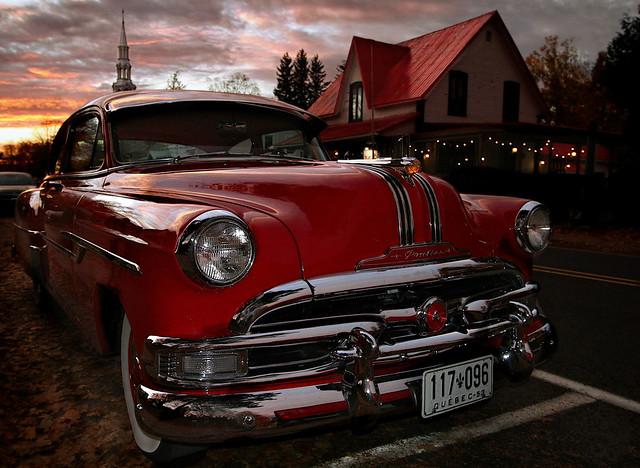 Pontiac 1953 au village