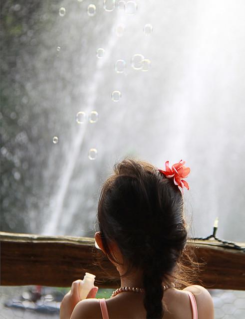 La petite fille aux bulles