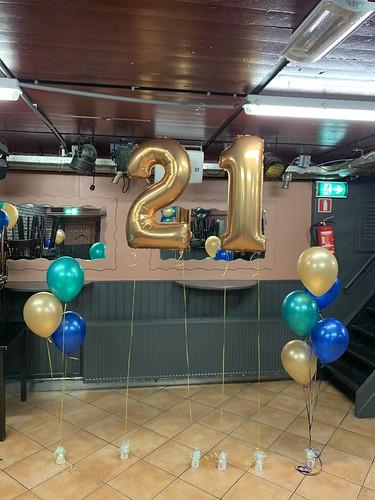 Folieballon Cijfer 21 Tafeldecoratie 3ballonnen Cafe 't Vierkantje Berkel en Rodenrijs