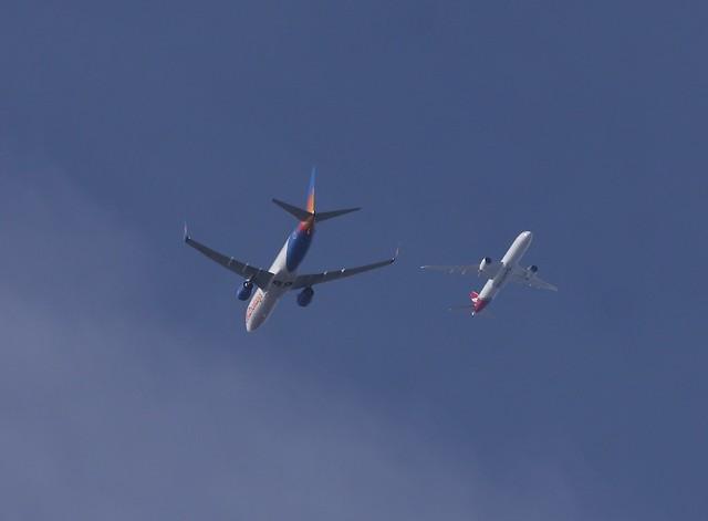 Jet2 Boeing 737-800 to STN and Qantas Boeing 787-9 Dreamliner LHR-PER QF10 QFA10 FL180