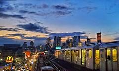 Every sunset is an opportunity to reset. #sunset #bluesky #skymood #commuterlife #nycskyline #newyorkarea #newyorkinstagram