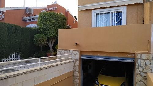 bungalow pareado de 280 m2 de parcela y unos 150 m2 de casa, muy bonito. totalmente reformado. Pida más información en su agencia inmobiliaria Asegil de Benidorm  www.inmobiliariabenidorm.com