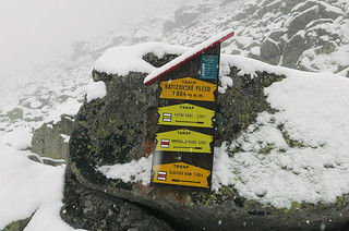 Sign post on the trail to Popradské pleso 2,5h