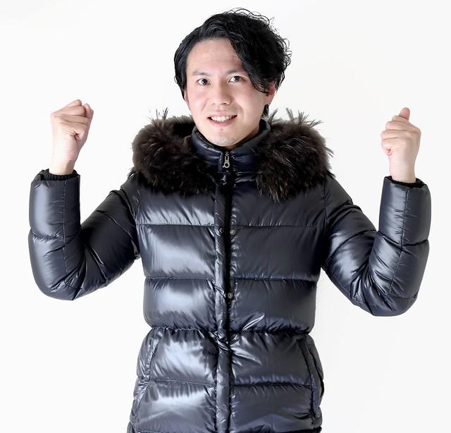 Photo:ガッツポーズをするダウンコート男性 By duvsbefilmoc