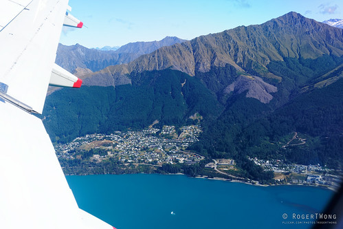 20200229-01-Lake Wakatipu and Quenstown from  air
