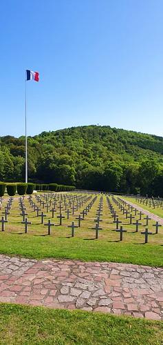 France 960 - Massif des Vosges, Mémorial de Hartmannswillerkopf ou du Vieil Armand au dessus de la plaine d'Alsace