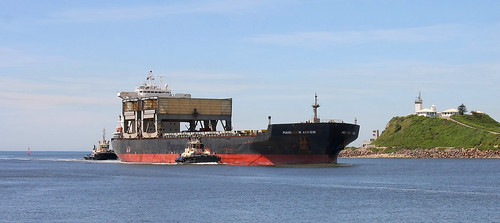 TIMBER & GENERAL CARGO VESSEL 'MANDARIN ARROW ENTERING PORT OF NEWCASTLE 19th Mar 2020