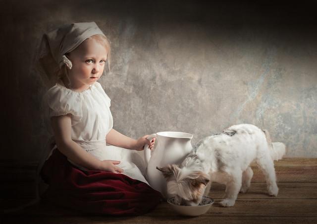 Fille au petit chien