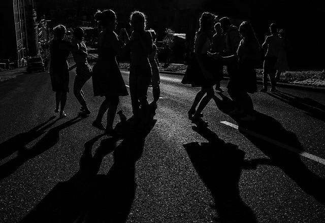 Faire danser un village
