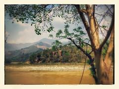 To the mountains through river