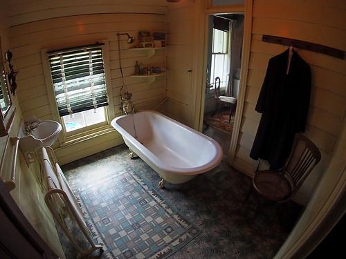 Alberton - a Bathroom