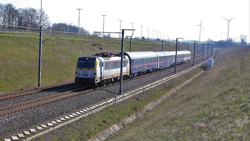 NMBS 1812 met de ÖBB Nightjet 324 Wenen - Brussel Zuid Vorsen Gingelom 26-03-2020