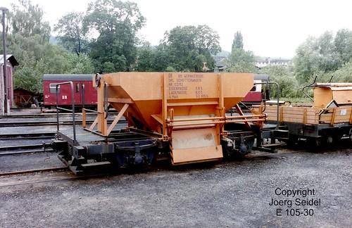 DE-06507 Gernrode (Harz) Bahnhof Deutsche Reichsbahn Selketalbahn Schotterwagen 02/12 im Juli 1991