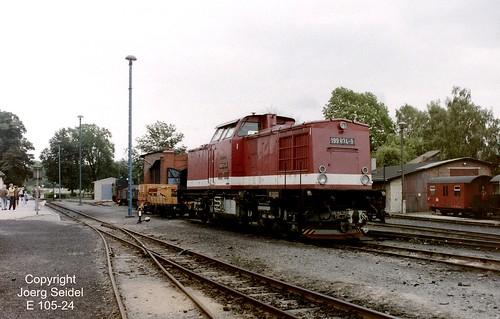 DE-06507 Gernrode (Harz) Bahnhof Deutsche Reichsbahn Selketalbahn Diesellok 199 874-9 im Juli 1991