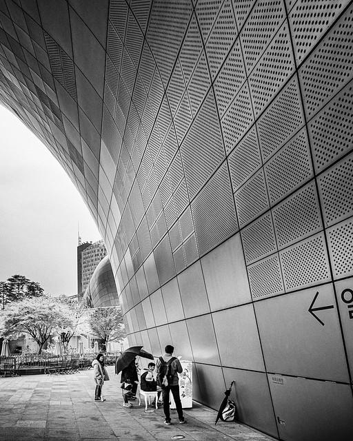 Tourists visiting Dongdaemun Design Plaza