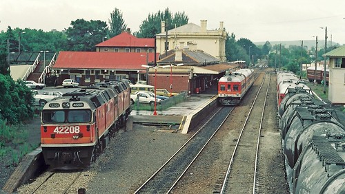 131-14 1992-02-23 42208 422xx 952-910 and 903-902 at Moss Vale