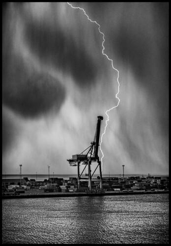 Storm / Гроза в порту