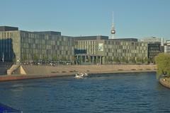 2018-08-06 DE Berlin-Mitte, Spree, Kapelle-Ufer, Berliner Fernsehturm, Prins Bernhard 05603950 (?)