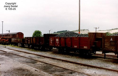 DE-06507 Gernrode (Harz) Bahnhof Deutsche Reichsbahn Selketalbahn Offene  Güterwagen 99-03-25  im Juli 1991