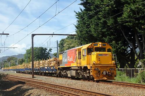 DFB 7010 passes through Epuni working train 649 from Waignawa to Wellington