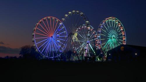 Ferris wheel lights diversion during coronacrisis