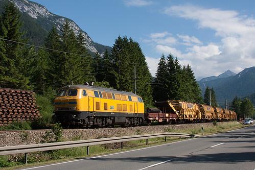 DGB 218 304 mit MFS Einheit an der B2 bei Mittenwald