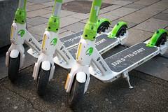 Nahaufnahme von Kiwi Ride E-Rollern