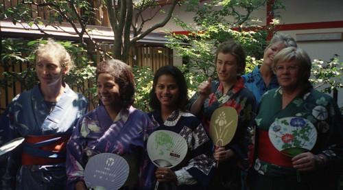 20010815_014 girls in kimonos