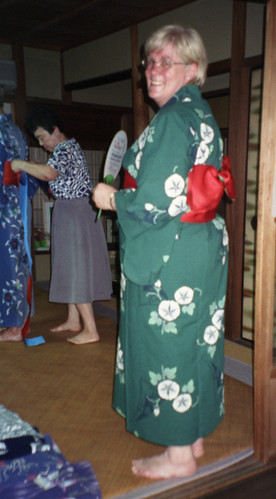20010815_012 pam in a kimone