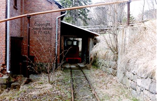 DE-08359 Breitenbrunn-Carolathal (Erzgebirge) VEB Pappenfabrik Feldbahndiesellok LKM 248723/1955 Typ Ns2f  im April 1991