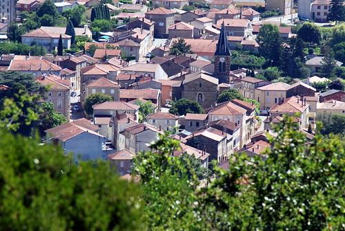 Saint-Uze : le bourg et l'église Saint-Eusèbe