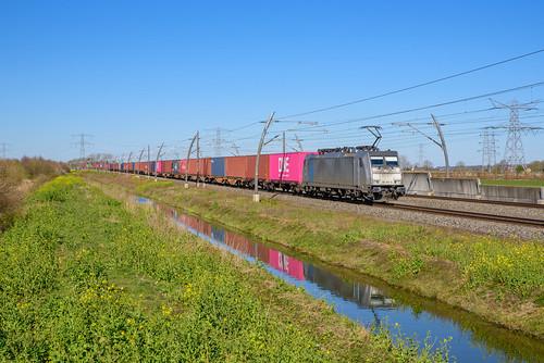 Lineas 186 294 met containertrein, Herveld