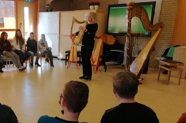 200408 Harp in de klas