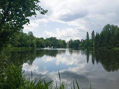 Weiher See mit Blick auf die Moschee im Schlossgarten Schwetzingen, Deutschland