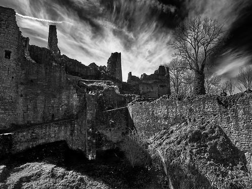 Château de Montaigle avec le drone traité avec Capture one