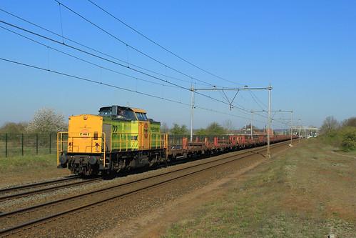 RRF 22 met lege spoorstaventrein te Westervoort - 06-04-2020
