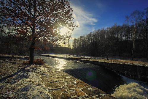 Kalter Wintertag an der Wehranlage Freiberger Mulde bei Halsbrücke