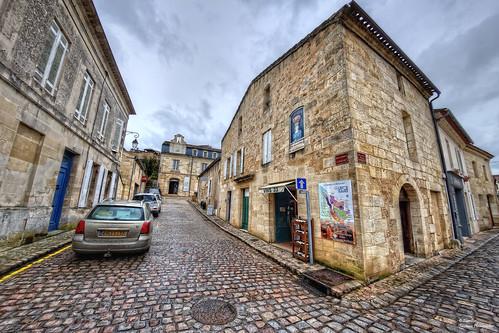 Musée de La Poterie en arrière-plan. Saint Émilion