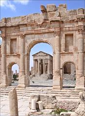 L'entrée du forum de l'antique ville romaine (Sbeïtla, Tunise)
