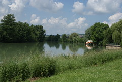 Boat on the Marne - Photo of Leuvrigny