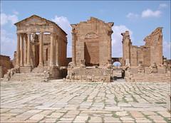 Les temples du forum de l'antique ville romaine (Sbeïtla, Tunise)