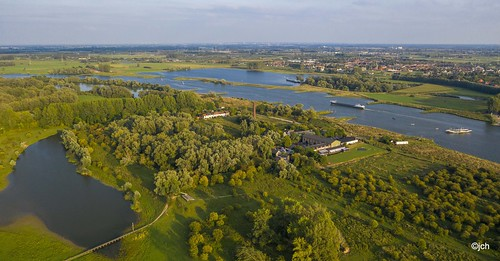 Rhine river between Rhenen and Wageningen NL