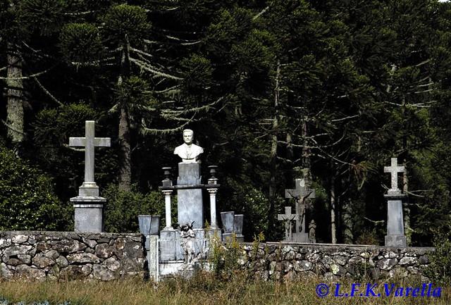 cemitério rural em São José dos Ausentes