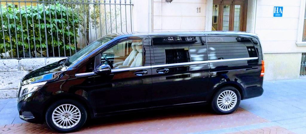 La elegancia de la Clase V de Mercedes para que viajes cómodo