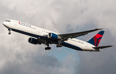 Boeing 777 - Delta Air Lines - N828MH