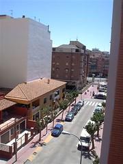Vivienda muy soleada, cerca de todos los servicios. Solicite más información a su inmobiliaria de confianza en Benidorm  www.inmobiliariabenidorm.com