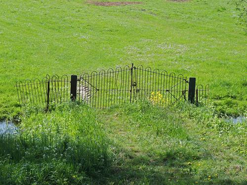 Useless fence?