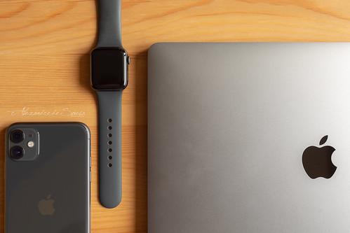 iPhone 11 + Apple Watch Series 5 + MacBook Pro 13